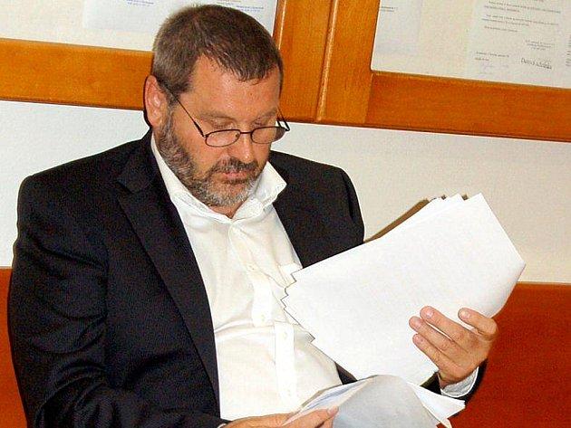 Bývalý senátor a exstarosta Chomutova Alexandr Novák u soudu.