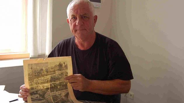 Petr Zdobinský (na snímku), si na 21 srpen 1968 pamatuje velmi dobře. O své vzpomínky a archiválie se přišel podělit do redakce Chomutovského deníku.