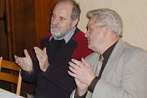 VLADIMÍR BEČVÁŘ (vlevo) na fotografii se Stanislavem Moutelíkem, bývalým kolegou pedagogem.
