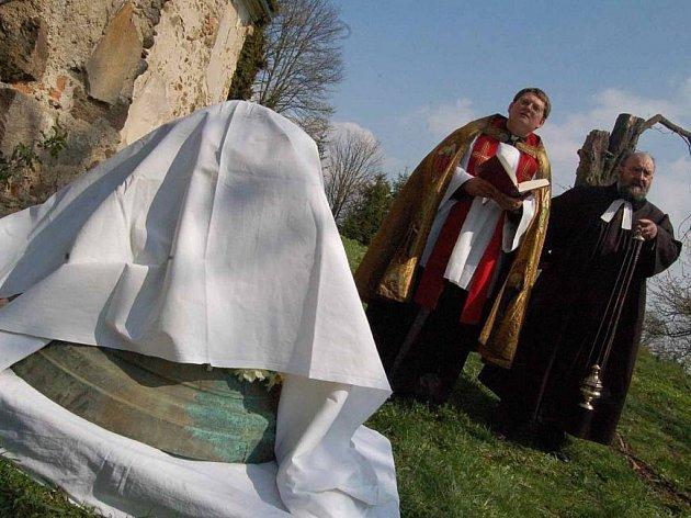 V loňském roce zažila Volyně žehnání kostelního zvonu.