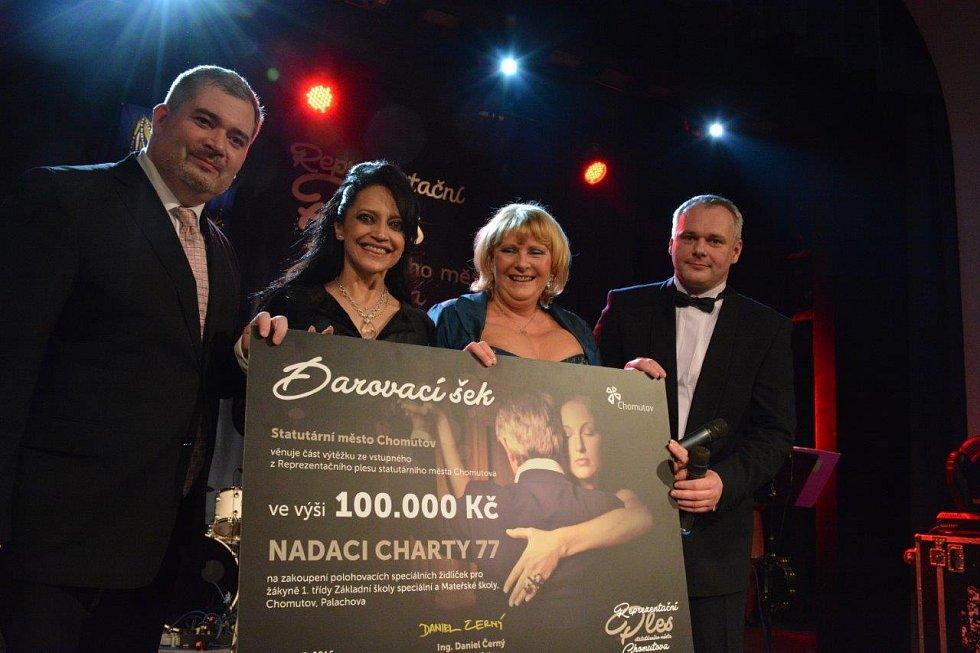 Dar v hodnotě 100 tisíc korun půjde od Nadace Charta 77 na nákup polohovacích židliček do ZŠ a MŠ Palachova.