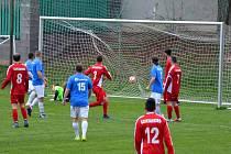 Teprve v 51. minutě se domácí fanoušci dočkali prvního gólu Ervěnic (modré dresy). Jakub Šlachta snížil tímto gólem nepříznivý stav na 1:4.