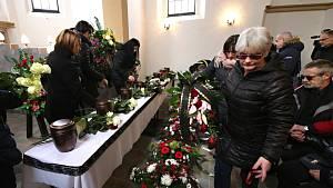 Rozloučení s oběťmi požáru ve Vejprtech