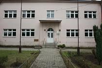 Sem budou chodit studenti Chomutovského soukromého gymnázia od letošního září. Do budovy v Mostecké ulici v Jirkově.