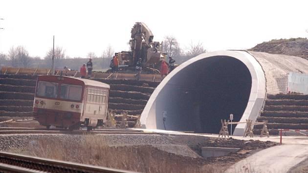 Tunel mezi CHomutovem a Žatcem, který je zatím nejdelší v ČR.