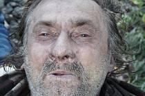 Podobizna muže, které policisté našli mrtvého v ulici U Hačky.