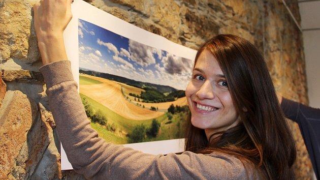 """Pro třicetiletou Lucii Stříbrskou je focení vášeň. Poslední dva roky častěji fotí mobilem, který je vždy rychle po ruce. """"Ne vždy mě baví nosit v kabelce foťák, který váží kilo a půl,"""" směje se smartfotografka."""