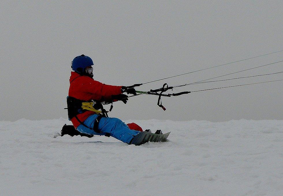 Snowkiteři v Krušných horách.