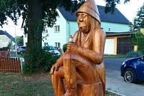 Na hřiště v Březenci dohlíží socha vodníka