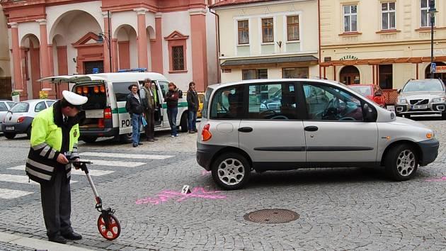 Nehodu na místě šetří policisté.