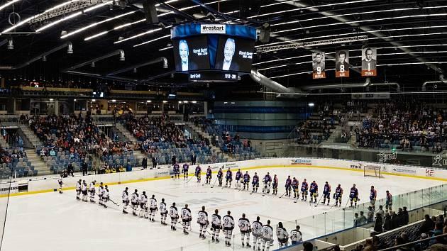 Hokejisté v Chomutově uctili památku zesnulého Karla Gotta