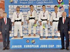 David Vopat (na stupních vítězů vpravo) vybojoval bronz na evropském poháru