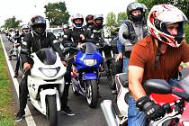 Několik stovek různých motorek, motokol a čtyřkolek si dalo dostaveníčko v Polákách u Nechranické přehrady.