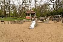 V městském parku dětské hřiště u bývalého Rozmarýnu město doplnilo o další prvky.
