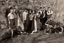 Soubor chomutovské Základní umělecké školy T. G. Masaryka pořídil snímky k připravovanému muzikálu Krysař v exteriérech. Režie se ujala absolventka školy Barbora Nováková.