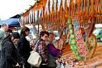 Kromě cibule byl zájem i o pouťové zboží.