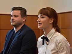 Pod hlavičkou svěřeneckého fondu měli provozovat automaty. Servisní technik Michal W. a bývalá správkyně Iveta Č.