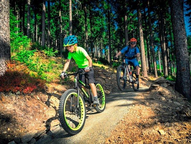 Trail Azur a Rubin na Klínovci se zvlášť hodí pro rodiny s dětmi.
