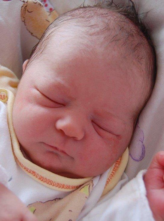 Adrianka Titlbachová se narodila Renatě Větrovské z Klášterce nad Ohří. Světlo světa prvně spatřila 7. 8. v 6:58 hodin v kadaňské porodnici. Měřila 47 cm a vážila 3,010 kg.
