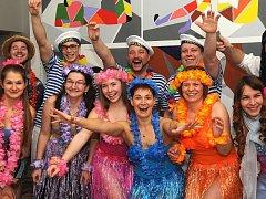 Tématické plesy jedou. Před nedávnem se jeden takový uskutečnil v Klášterci nad Ohří (na snímku), další se připravují.