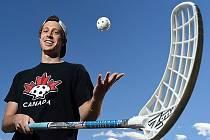 Kanaďan Tyler Brush.
