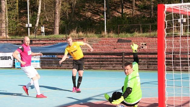 První letní futsalová liga má za sebou první turnaj.