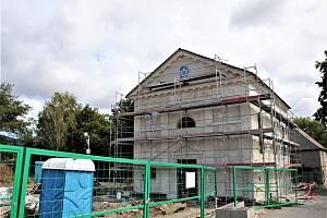 Bývalou jirkovskou synagogu, která prochází kompletní rekonstrukcí navštívil Arno Pařík.