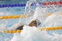 Simona Kubová v bazénu.