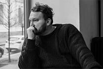 Akci Spisovatelé do knihoven v Chomutovské knihovně zahájí Pavel Kolmačka.