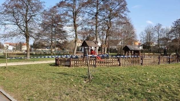 Na hřišti v Olejomlýnském parku v Jirkově se vyskytly včely.