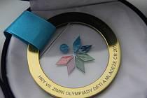 Kulatá skleněná medaile s emblémem ODM.