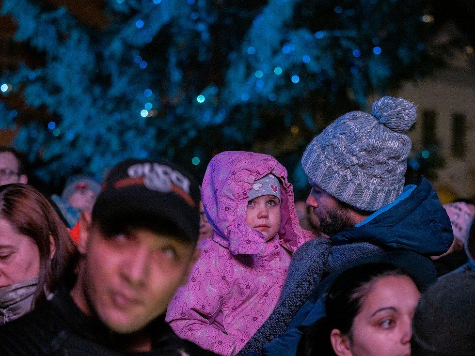 Zahájení adventu a rozsvícení vánočního stromu v Chomutově.