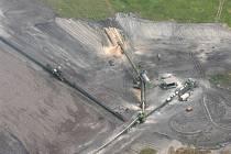 Krajina poškozená dlouholetou těžbou hnědého uhlí a škodlivými emisemi uhelných elektráren.