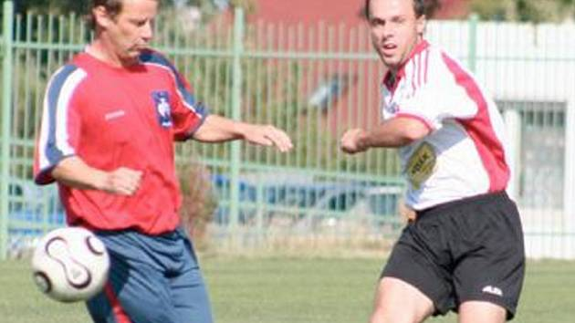 FOTBALISTÉ SPOŘIC skončili v konečné tabulce 1. A třídy na třetím místě. V posledním utkání sezony hráli doma s Dobroměřicemi a po divoké přestřelce vyhráli 6:3.