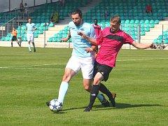 Chomutovského střelce Martina Bočka (na snímku vlevo) tentokráte obrana Libiše uhlídala.