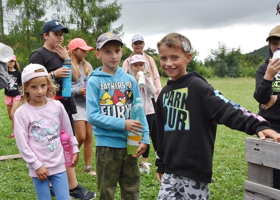 V Zásadě u Kadaně táboří pionýrská skupina z Ústí nad Labem.