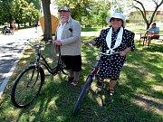 Ke koupališti v Březně se sjeli příznivci neobyčejného cyklistického klání. Účastníci se stali součástí historie. Pro děti byl připraven i znalostní test.