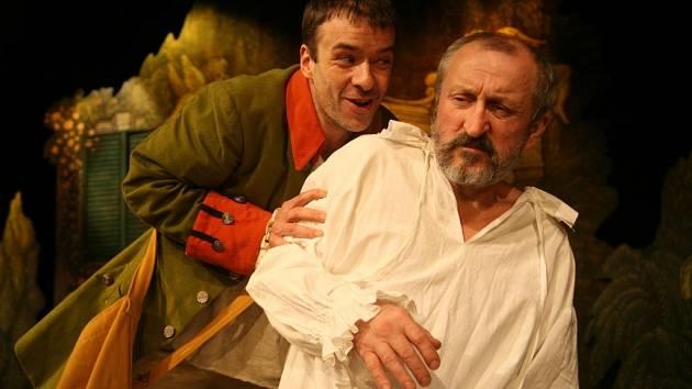 Herci Divadelní společnosti  Julie Jurišťové během premiéry hry Chudák manžel.