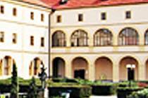 Středisko knihovnických a kulturních služeb.