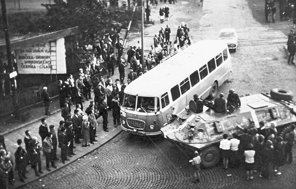 Srpen 1968, jak ho prožívali Chomutované. Na snímku Kadaňská ulice.