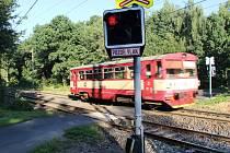 Železniční přejezd mezi Kamencovým jezerem a zooparkem.