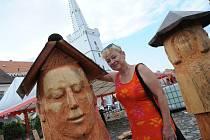 Po celý týden umělci vytvářeli v Kadani na náměstí umělecká díla v podobě včelích úlů.Díla poté budou odvezena do Františkánského kláštera v Kadani.