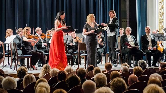 Tradiční vánoční koncert na přání posluchačů v chomutovském divadle v podání Festivalového orchestru Petra Macka