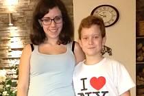 Anička Mrugová a a její mladší bratr Toník Mrug, kteří si zahráli Ježíška.