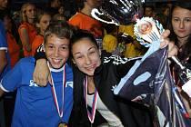 SVÉ STRAHOVSKÉ FINÁLE si chomutovští studenti z Heyrovského školy patřičně užili, po skvělých výkonech nutně došlo také na oslavy.