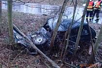 Tragická srážka dvou automobilů mezi Kláštercem nad Ohří a Perštejnem.