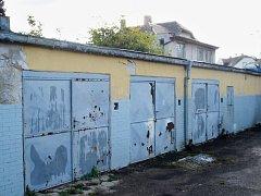 Soubor garáží, které v minulosti patřily zrušenému státnímu podniku Veros Chomutov