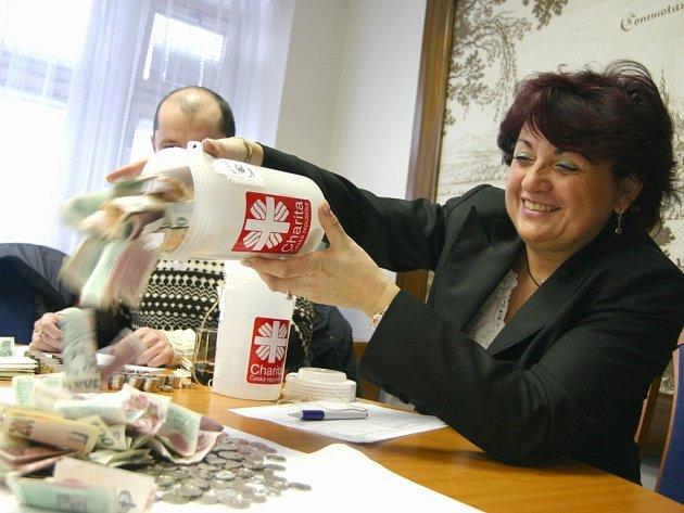 Rozpečetění kasiček Tříkrálové sbírky v Chomutově.