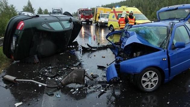 Dopravní nehoda mezi Mostem a Chomutovem.