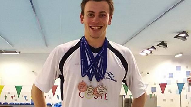 Tomáš Franta s medailemi z multiutkání juniorů